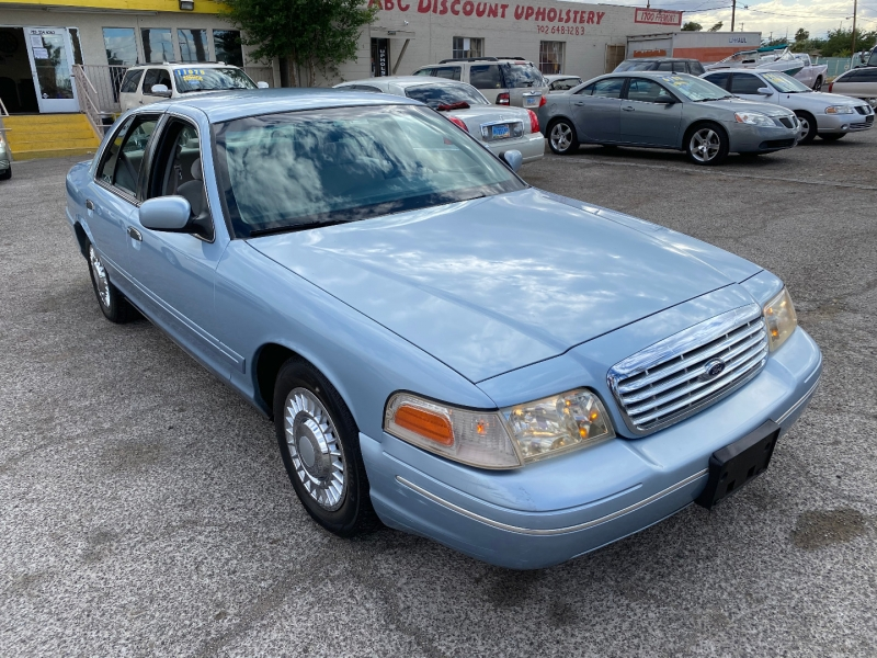 Ford Crown Victoria 2001 price $5,000