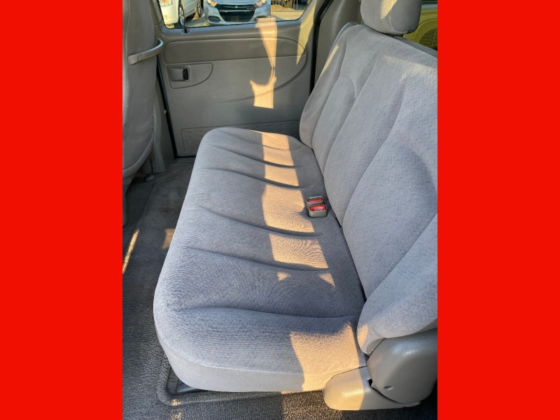 Chrysler Town & Country 2003 price $4,490