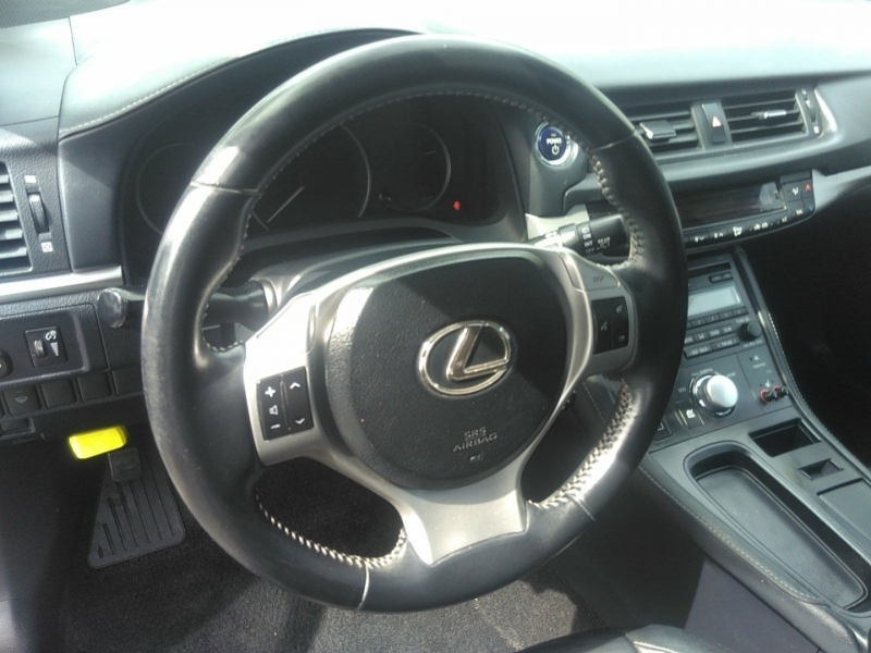 Lexus CT 200h 2013 price $9,500