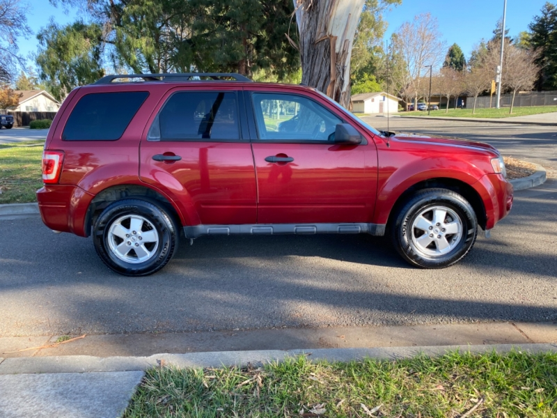 Ford Escape XLT 2012 price $7,395