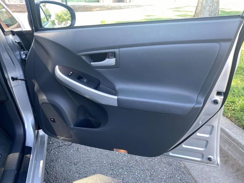 Toyota Prius 2010 price $8,300