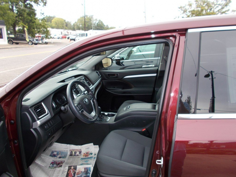 TOYOTA HIGHLANDER 2019 price Call for Pricing.