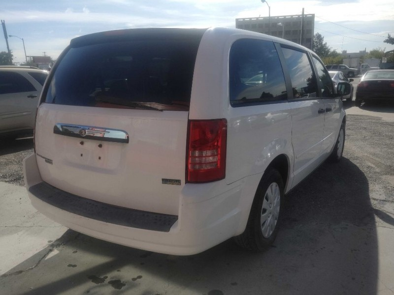 CHRYSLER TOWN & COUNTRY 2008 price $5,000