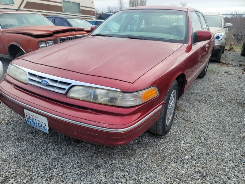 FORD CROWN VICTORIA 1996 price $2,800