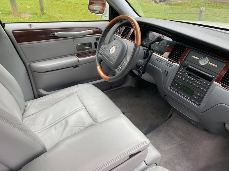 Lincoln Town Car 2004 price $4,500
