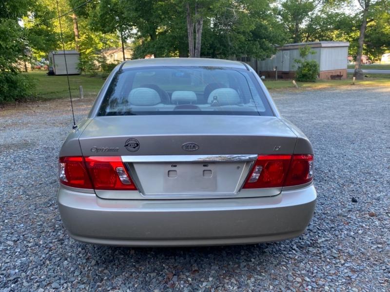 Kia Optima 2004 price $2,995