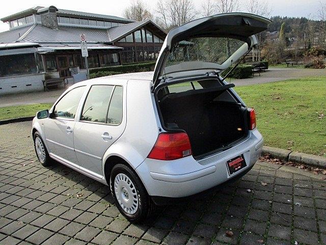 Volkswagen Golf 2004 price $2,900