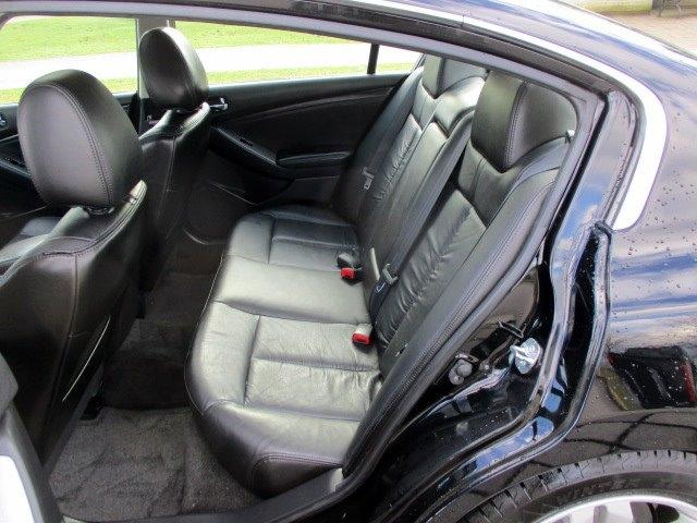 Nissan Altima 2011 price $8,900