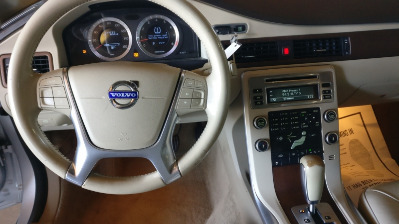 Volvo S80 2010 price $4,995 Cash