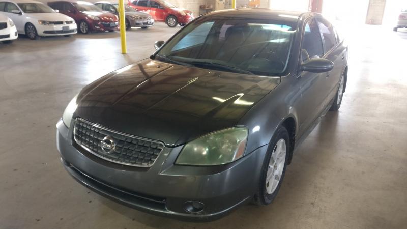 Nissan Altima 2005 price $3,795 Cash