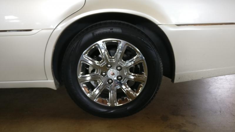 Cadillac DTS 2009 price $4,995 Cash
