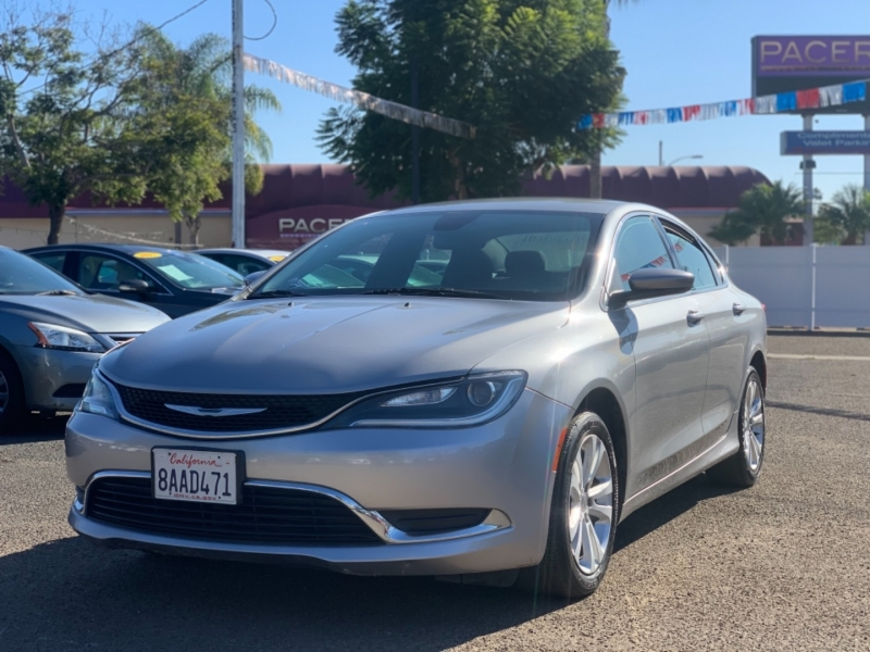 Chrysler 200 2015 price $9,995