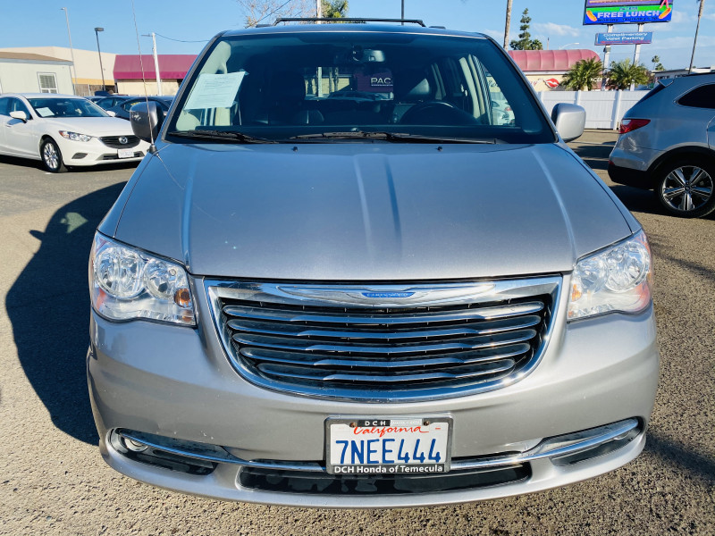 Chrysler Town & Country 2016 price $14,495