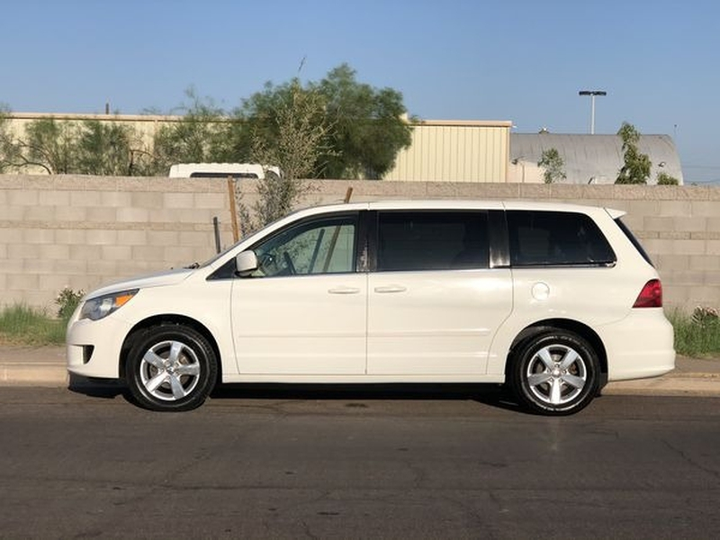 Volkswagen Routan 2009 price $3,500