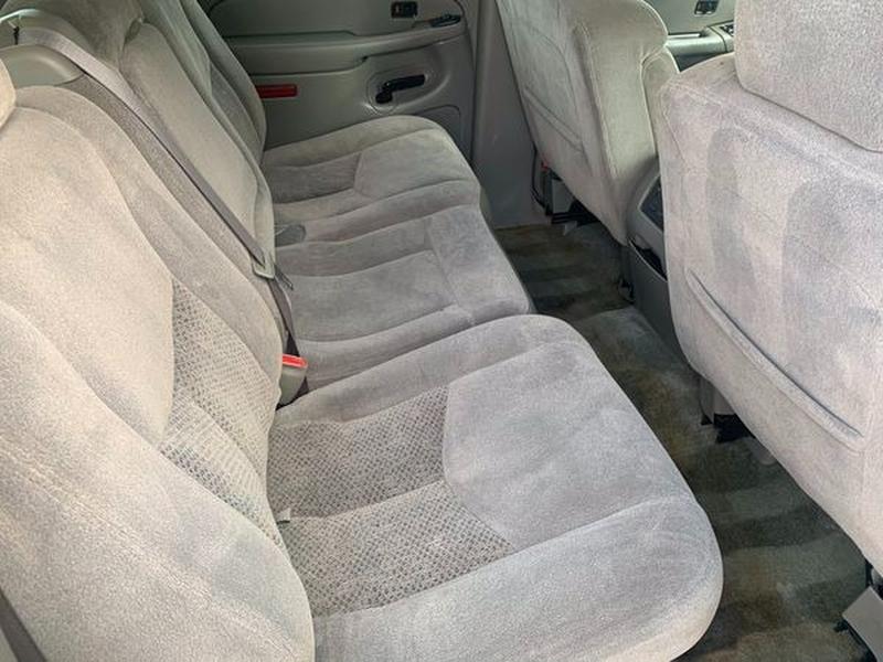 Chevrolet Suburban 2004 price $3,800