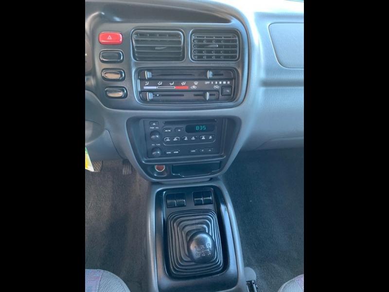 Chevrolet Tracker 2001 price $4,800