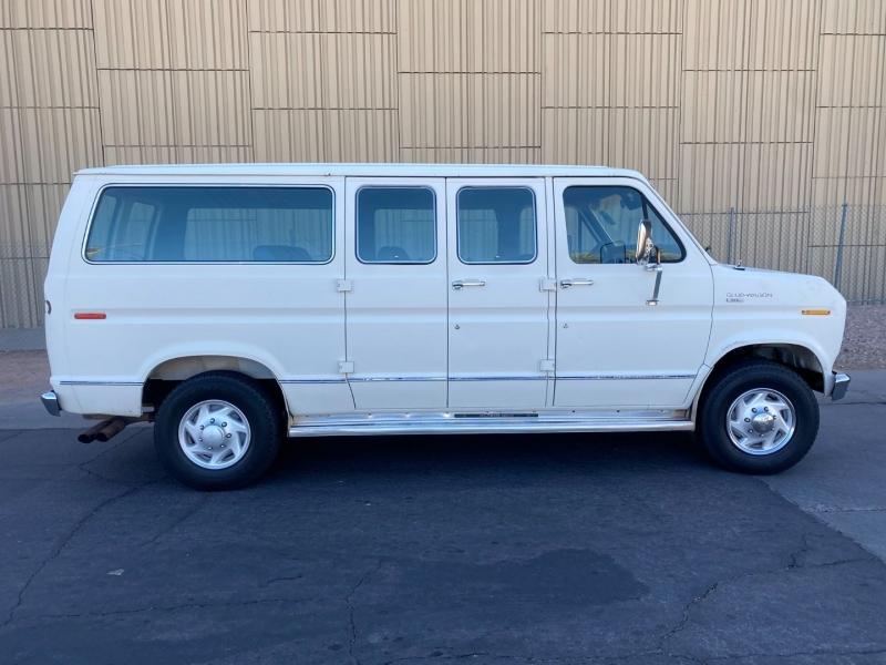 Ford Club Wagon 1990 price $5,400