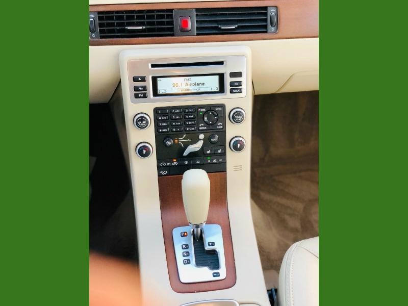 Volvo XC 70 2010 price $9,900