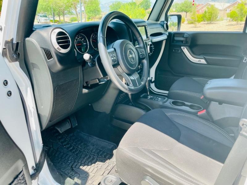 Jeep Wrangler Unlimited 2015 price $28,950