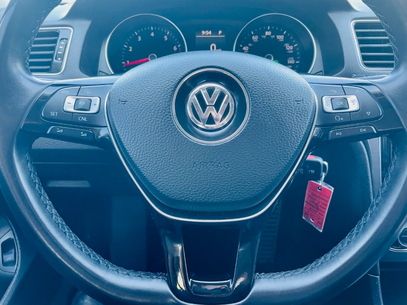 Volkswagen Passat 2018 price $17,650