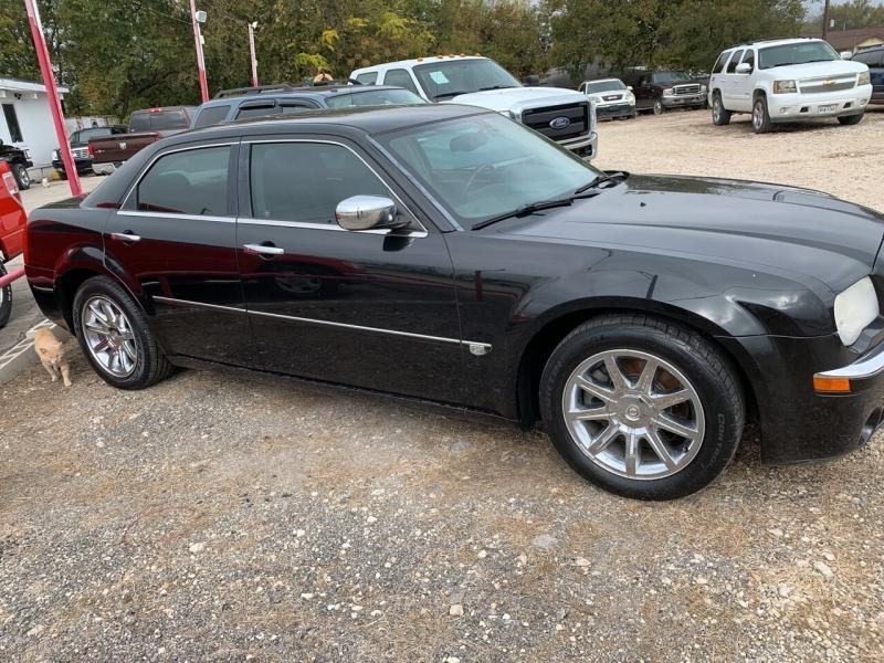 Chrysler 300 2005 price $6,950