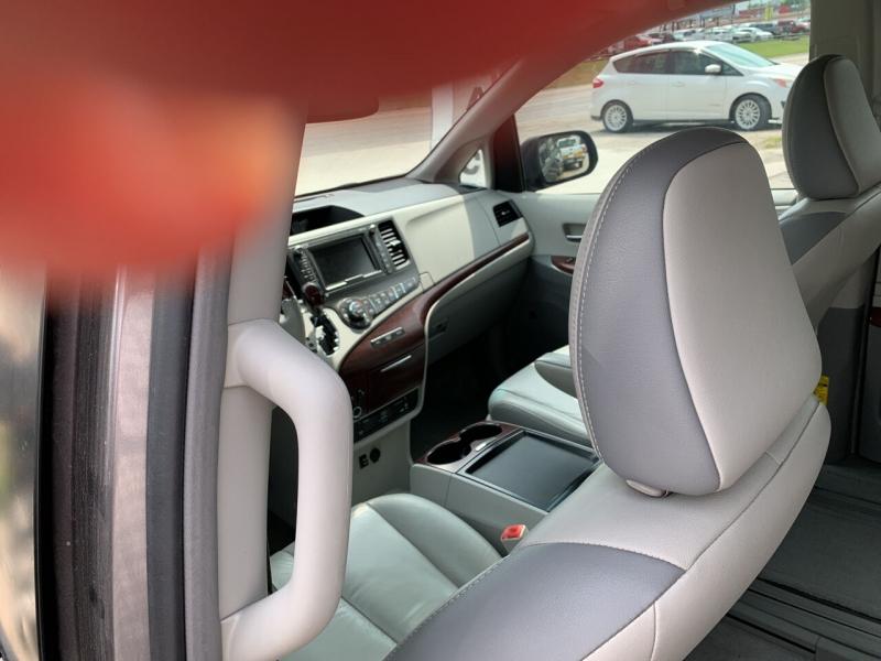 Toyota Sienna 2011 price $14,500
