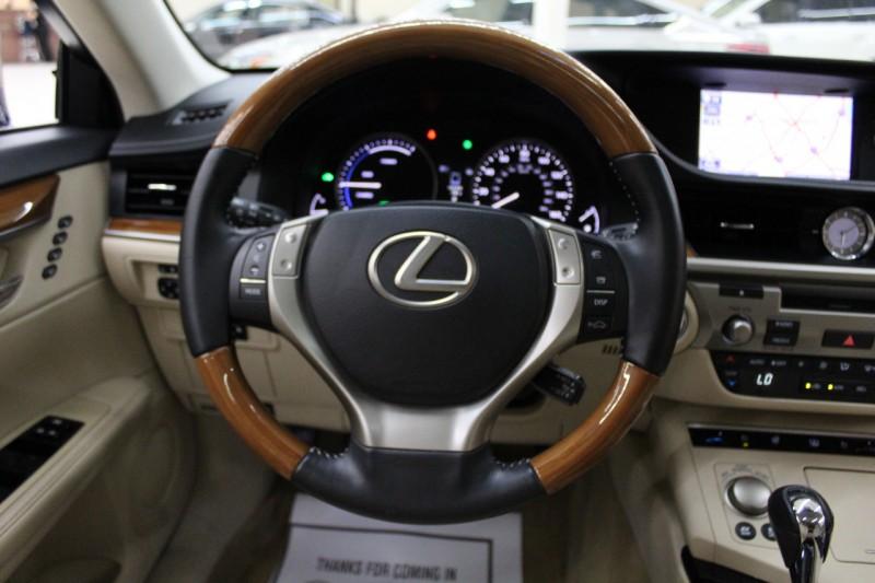 Lexus ES 300h 2013 price $13,995