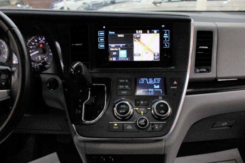 Toyota Sienna 2015 price $16,995