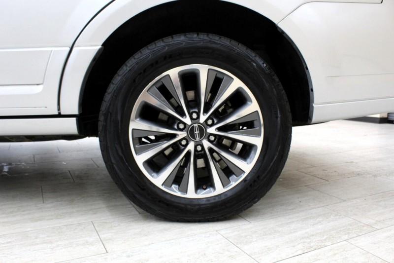Lincoln Navigator 2017 price $27,995