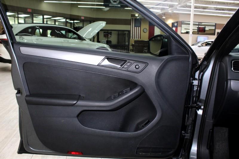 Volkswagen Jetta 2016 price $8,995