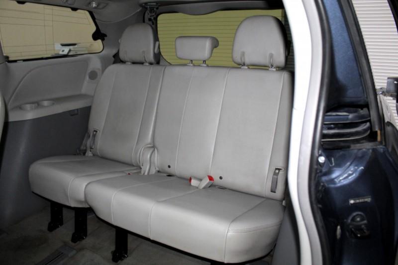 Toyota Sienna 2014 price $17,995