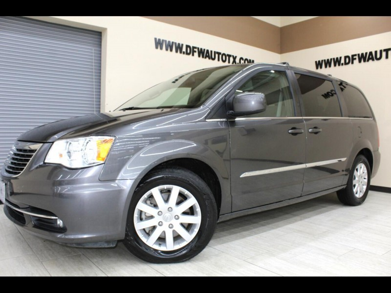 Chrysler Town & Country 2016 price $15,995
