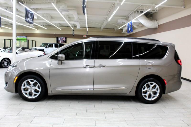 Chrysler Pacifica 2017 price $20,995