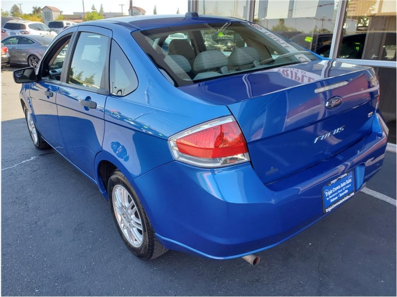 Ford Focus 2011 price $5,995