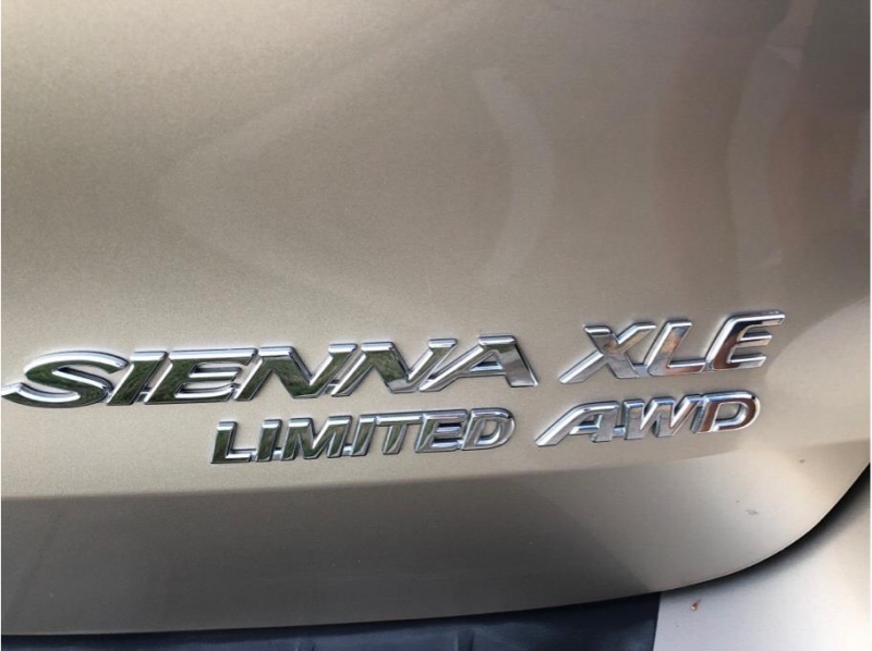 Toyota Sienna 2005 price $9,995