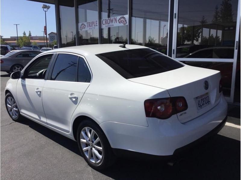 Volkswagen Jetta 2010 price $7,995