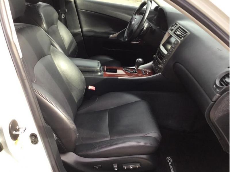 Lexus IS 2007 price $9,995
