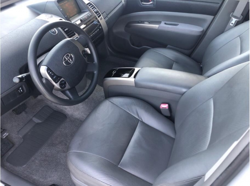 Toyota Prius 2006 price $7,995