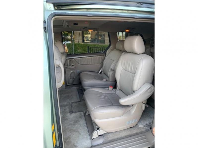 Toyota Sienna 2007 price $13,995