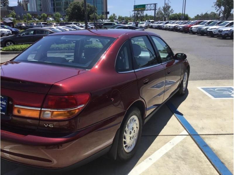 Saturn L-Series 2000 price $3,995