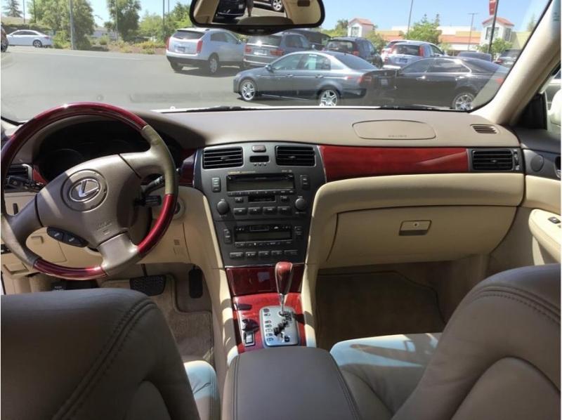 Lexus ES 2004 price $8,995