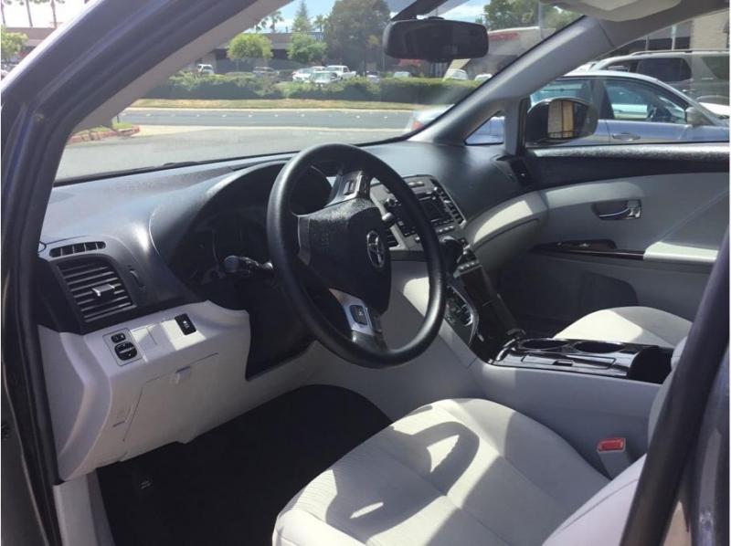 Toyota Venza 2010 price $12,995