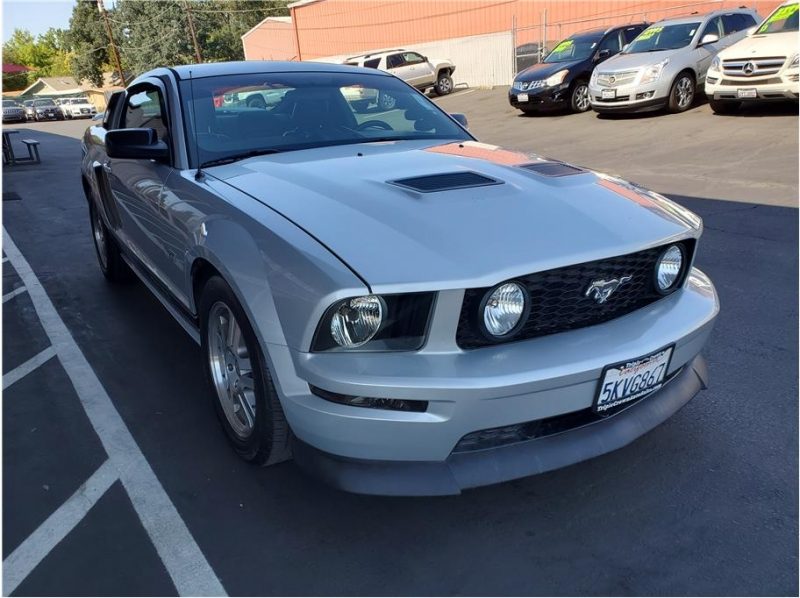 Ford Mustang 2005 price $12,995