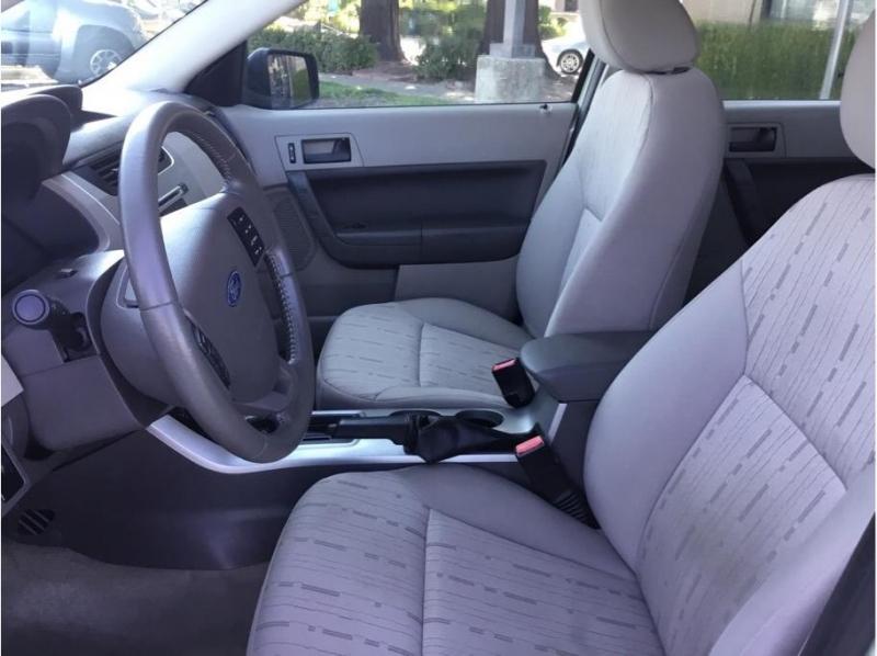 Ford Focus 2011 price $7,995