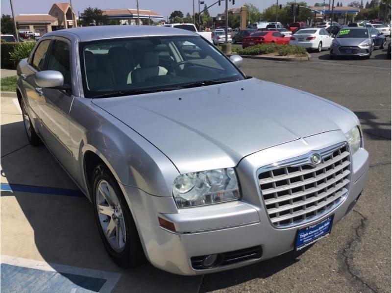 Chrysler 300 2007 price $8,995