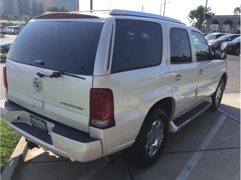 Cadillac Escalade 2005 price $14,995