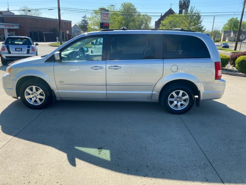 CHRYSLER TOWN & COUNTRY 2008 price $5,799