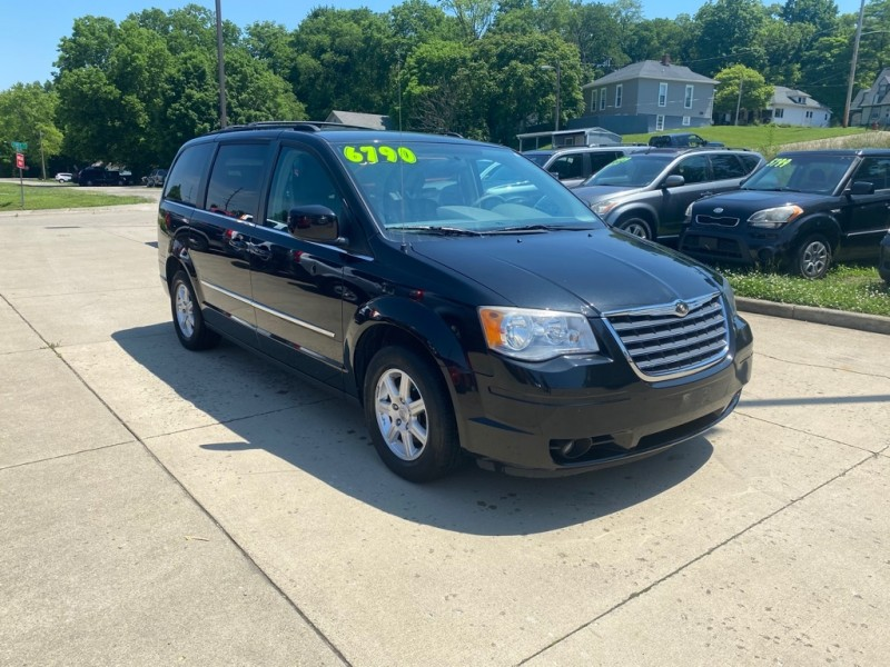 CHRYSLER TOWN & COUNTRY 2010 price $6,790