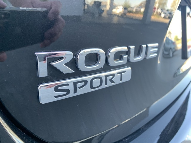 Nissan Rogue Sport 2018 price $17,330