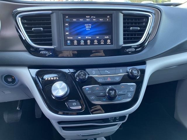 Chrysler Pacifica 2019 price $24,447